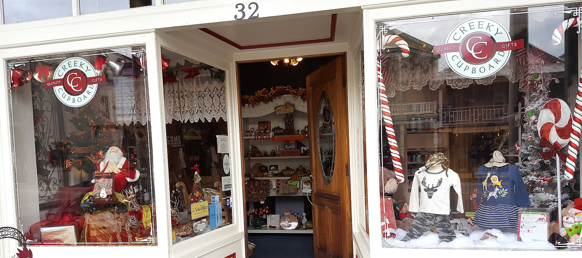 creeky cupboard at christmas in sutter creek